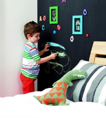 Magnetic wall in childrens bedroom